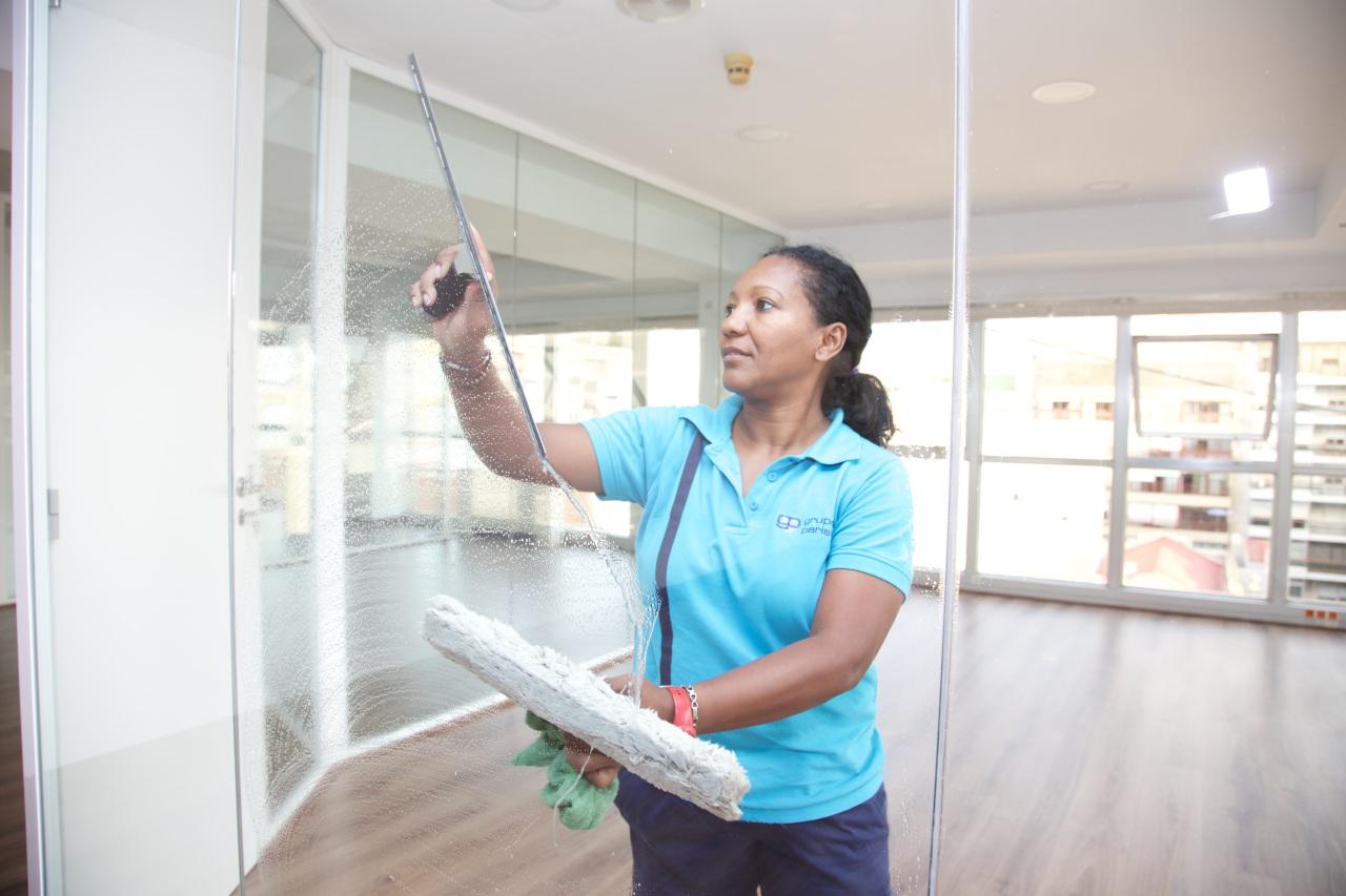 Limpieza Oficinas Ventanales Vidrios Grupo Parisien