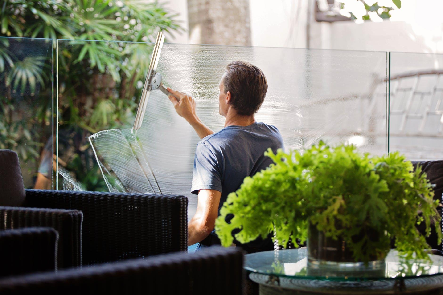 servicio de limpieza de ventanas profesional